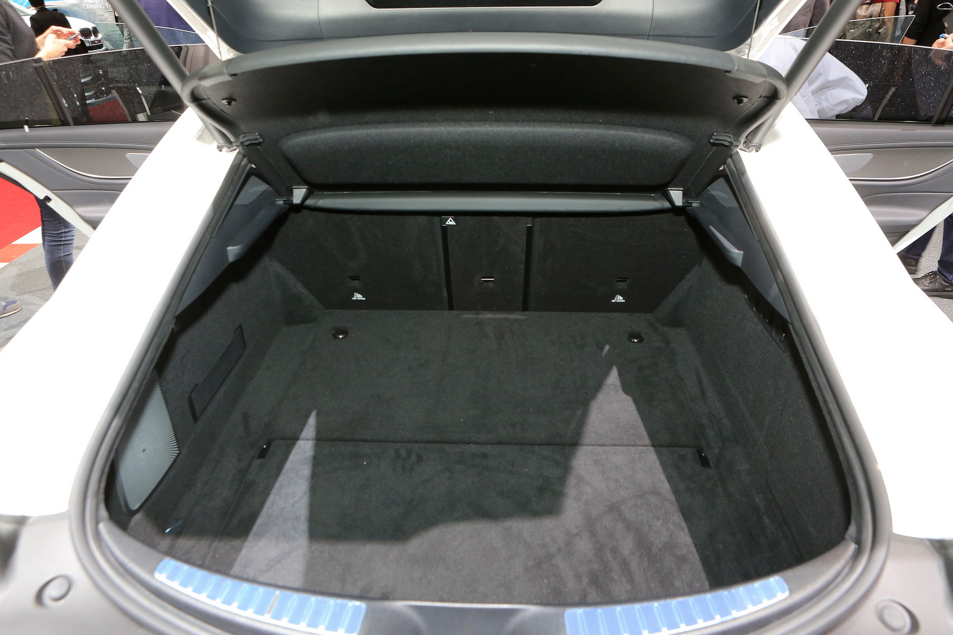 mercedes amg gt 4 kap l coup cenevre 39 de tan t ld otoyazar. Black Bedroom Furniture Sets. Home Design Ideas