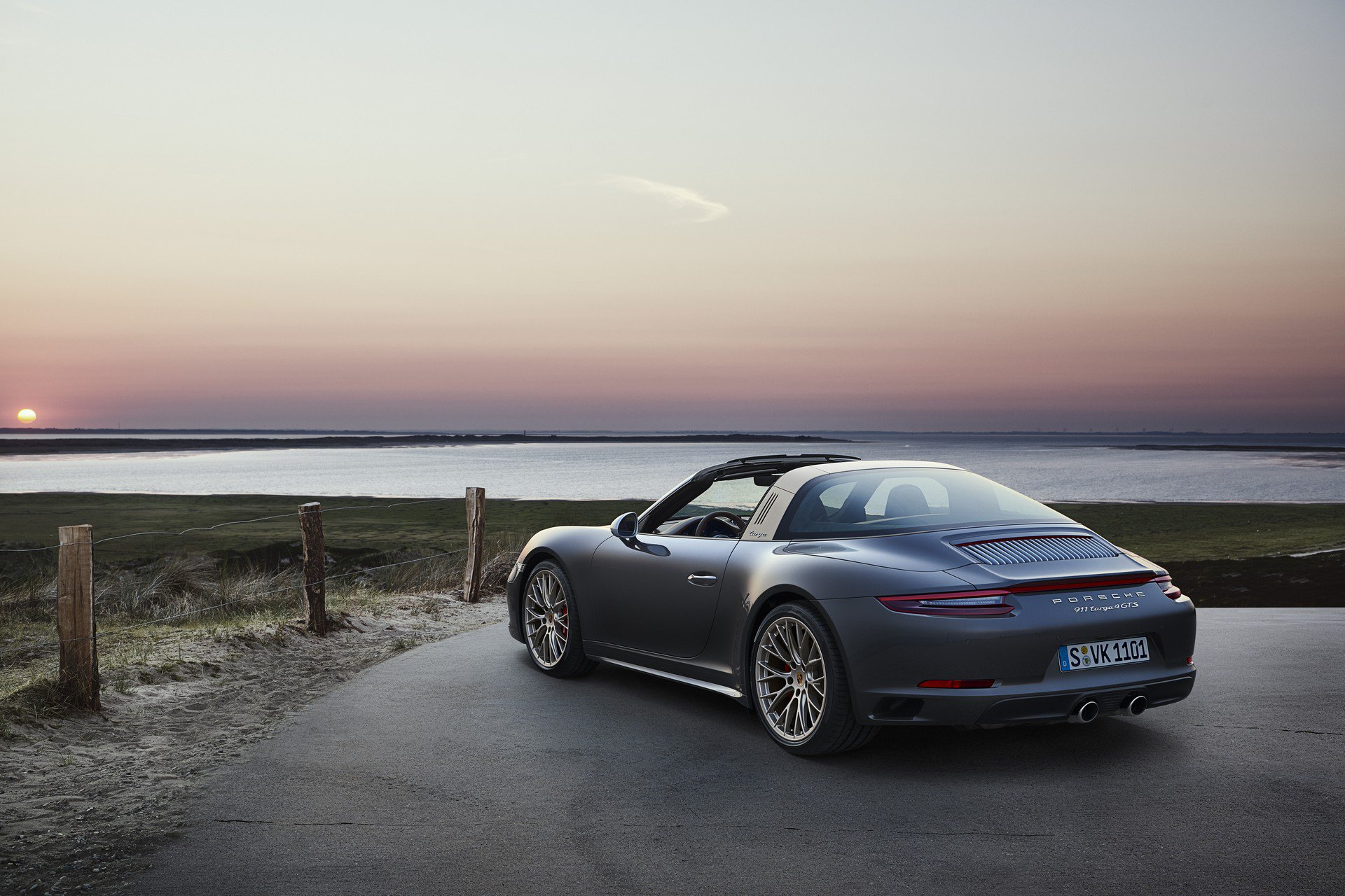 42e5f983-porsche-911-targa-4-gts-exclusive-manufaktur-edition-5
